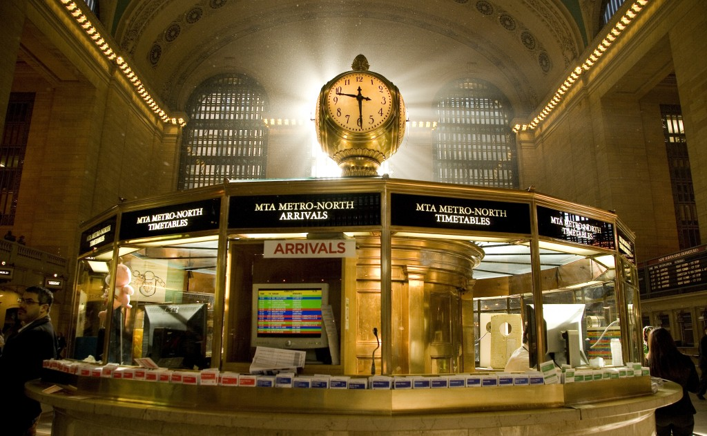 Grand-Central-Station_Clock-above-info-booth_2.9385_Buck-Ennis_Crains-New-York-Business-1024x631