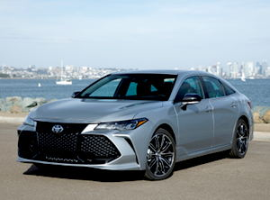 2019 Toyota Avalon XSE front ¾