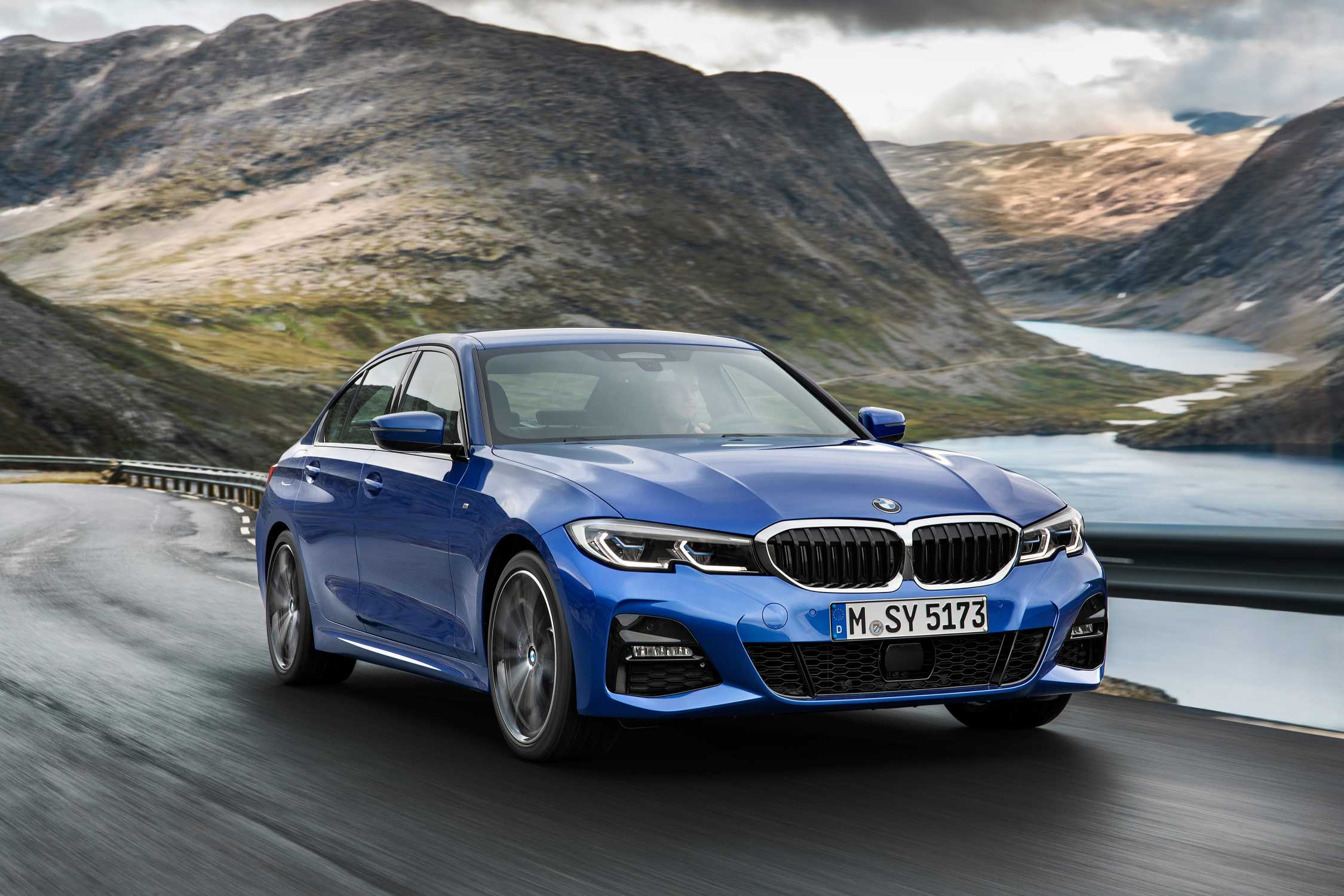 P90323664-the-all-new-bmw-3-series-sedan-model-m-sport-portimao-blue-metallic-rim-19-styling-791-m-10-2018-2250px