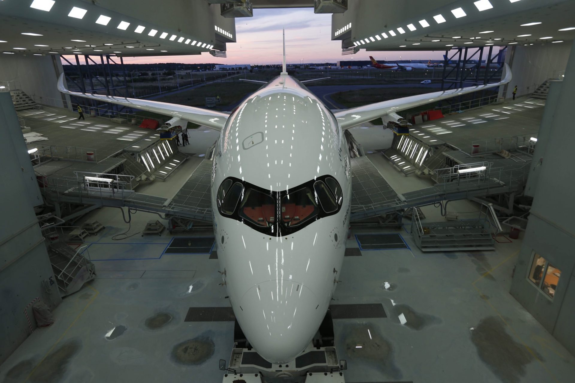 Air-France-Airbus-A350-paintshop-3