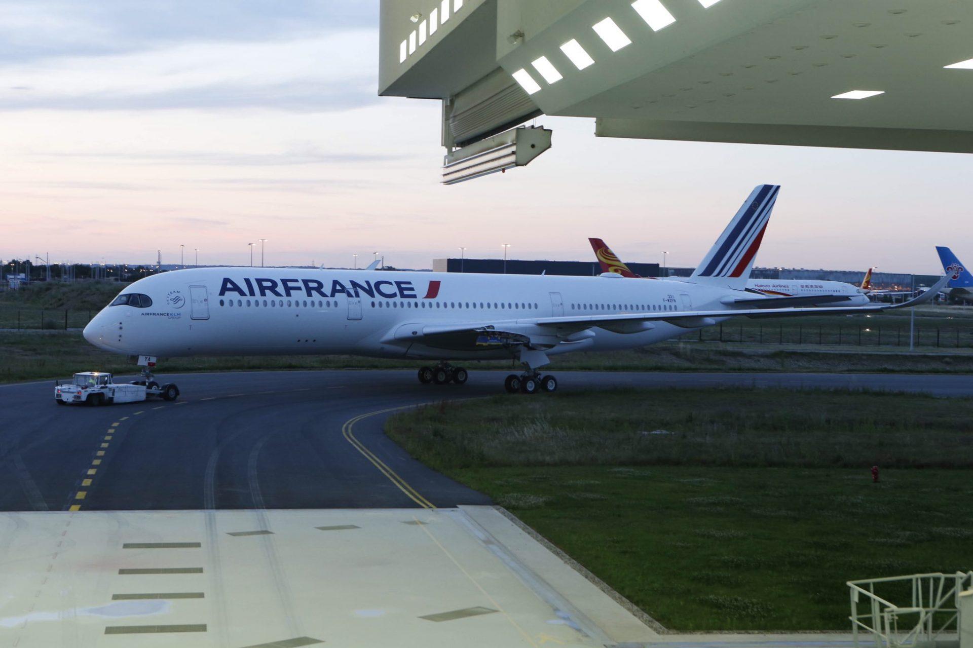 Air-France-Airbus-A350-paintshop-2