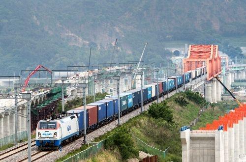 Korail tests 80-wagon freight train