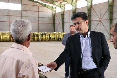 توزیع لاستیک باقیمت مصوب بین رانندگان استان فارس