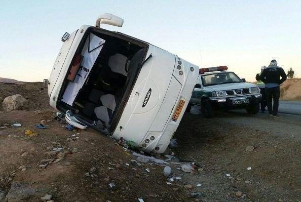 واژگونی اتوبوس در محور سیرجان به شیراز
