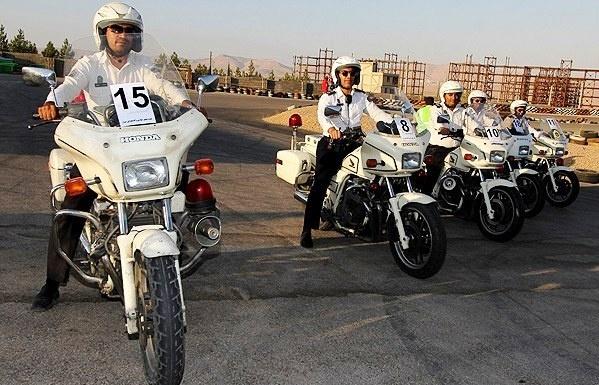 موتورسواران پلیس افتخاری، برای توقف موتورسیکلتهای سنگین وارد عمل میشوند