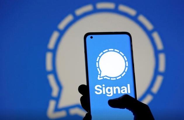 هجوم میلیونی کاربران به سیگنال پس از قطعی واتساپ