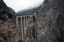 چرا راه آهن ایران به جای شرق به غرب از شمال به جنوب کشیده شد؟