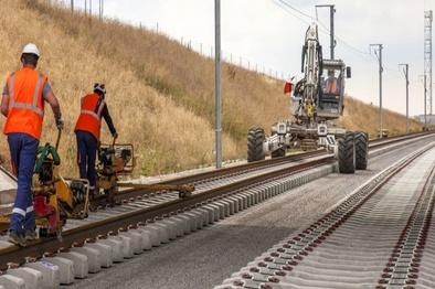 اعلام آمادگی آستان قدس برای اجرای پروژه ۵۴۰ کیلومتری راه آهن