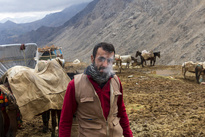 جدال مرگ و زندگی برای حمل کالا در کوهستان