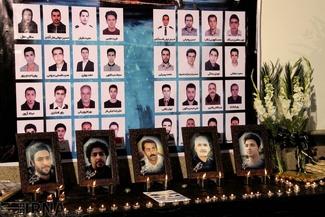 (تصاویر)  وداع با جانباختگان حادثه نفتکش ایرانی در بندر انزلی