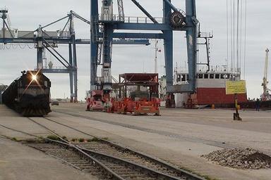 قطار حملونقل ریلی در بزرگترین بندر ایران شتاب میگیرد