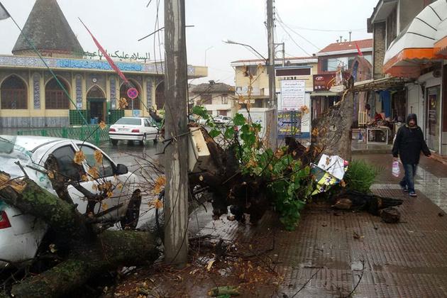 توفان با سرعت ۱۰۰ کیلومتر از مازندران عبور کرد