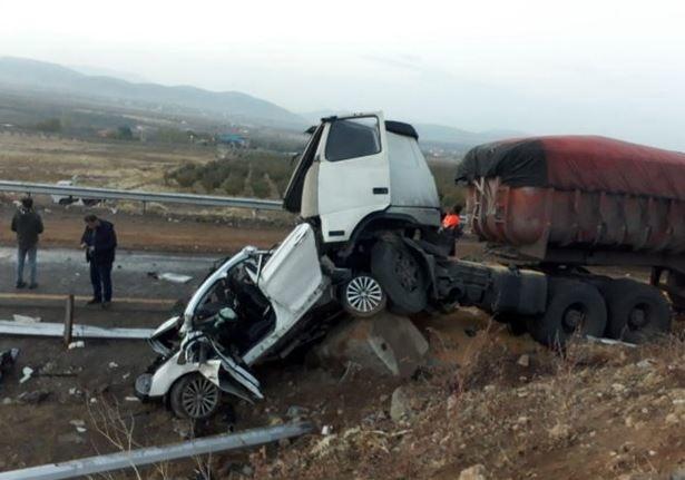 هفت کشته در تصادف پژو پارس و تریلی