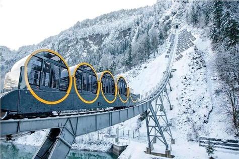 حرکت سریعترین قطار کابلی جهان در کوههای آلپ