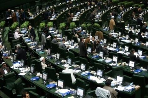 رایزنی نمایندگان در صحن مجلس در مورد کلیات برنامه ششم