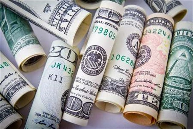 کشف 30 هزار دلار قاچاق از جوراب یک مسافر