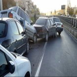 تصادف زنجیرهای در امیررود در اثر ریختن گازوئیل در جاده