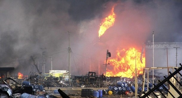 آتش سوزی در پالایشگاه آبادان + فیلم