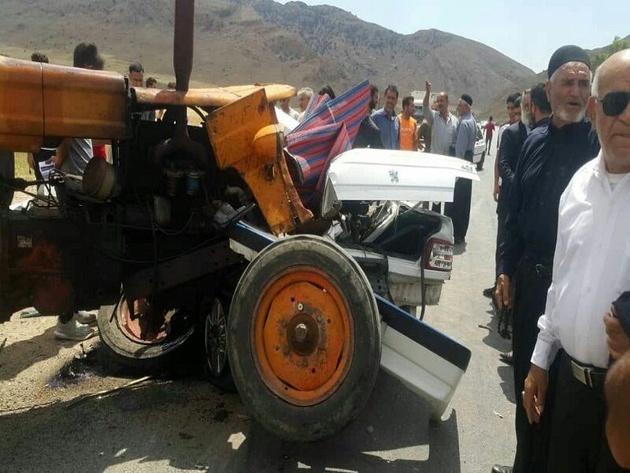 برخورد ۳ خودروی سواری با تراکتور در جاده زنجان ۲ کشته برجا گذاشت
