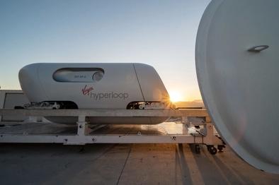 سفر با «هایپرلوپ» با حضور دو مسافر