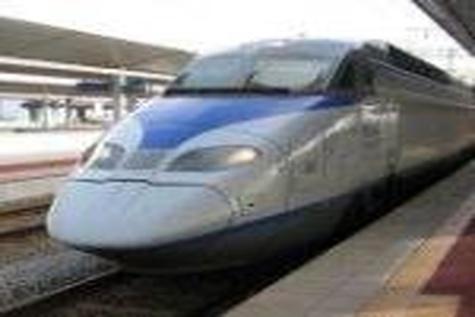 توقف قطار برقی تهران - مشهد در ایستگاه چین