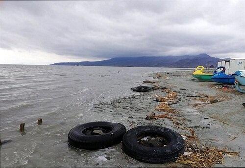 ساحل شنی در دریاچه ارومیه ایجاد میشود