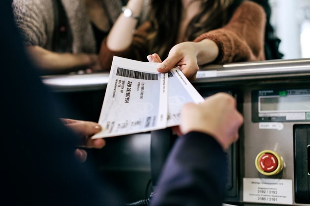 چرا بلیتهای هواپیما با نرخهای مختلف فروخته میشوند؟
