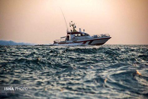 نجات ماهیگیر قشمی پس از یک شبانه روز سرگردانی در خلیج فارس
