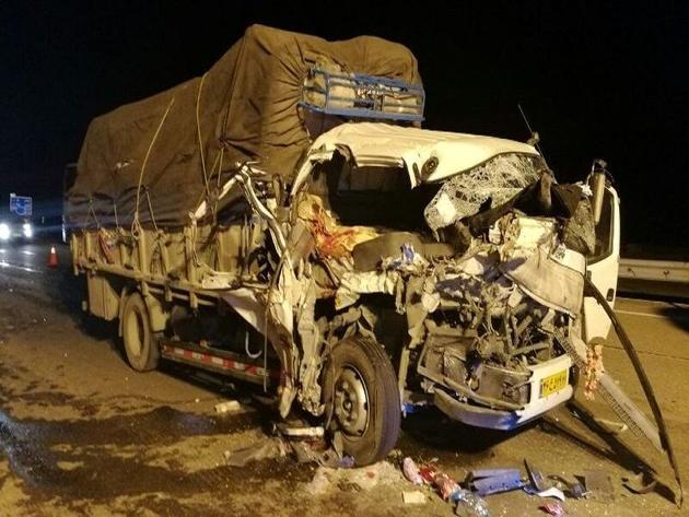 سقوط کامیون به دره در نهاوند ۲ کشته برجا گذاشت