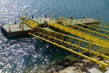 ساخت و آباندازی ۶ فروند اسکله شناور دریایی در قشم