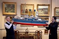 عکس/ ماکت کشتی روسی در حراجی
