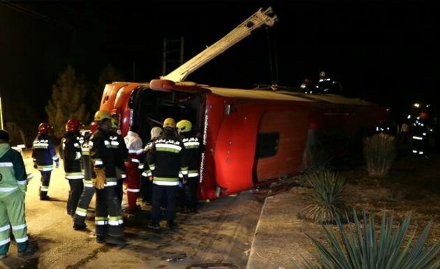 اتوبوس مسافری در مسیر ارتباطی زنجان واژگون شد
