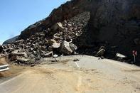 ریزش کوه  خط ریلی «رازی» را مسدود کرد