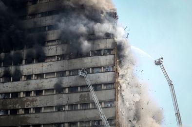 دومین بزرگداشت آتشنشانان پلاسکو در قطعه ۵۰ گلزار شهدای تهران