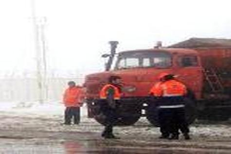 برف و یخبندان راه ارتباطی ۱۰ روستای فاروج را مسدود کرد