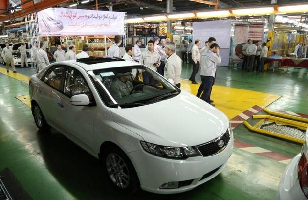 بررسی قیمت خودرو در کمیسیون صنایع مجلس به تعویق افتاد