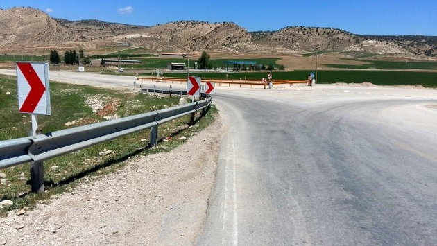 تعمیر و بازسازی تابلوها و علائم جادهای در ایلام