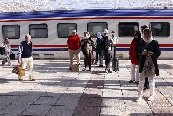 ورود قطار گردشگری «قلب ایران» از مرز ریلی سرخس