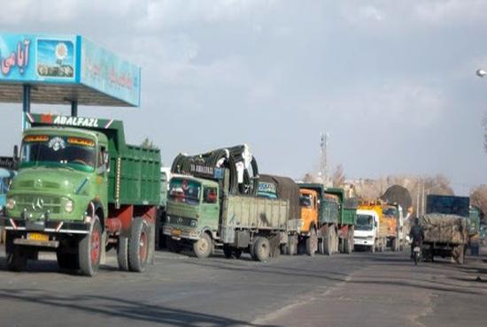 فیلم| گازوئیل نیست/ سرگردانی رانندگان در صف های طویل سوخت