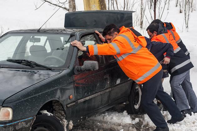 برف راه ارتباطی 70 روستای پاوه را بست