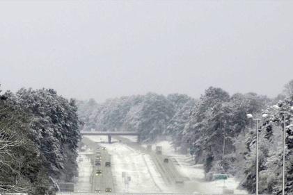 فیلم  جادهای در آمریکا در یک روز برفی بهاری
