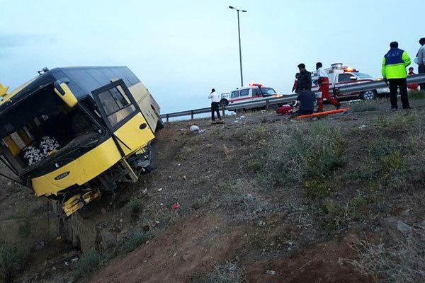 برخورد اتوبوس با کوه در محور نطنز – اصفهان/ 26 مسافر مصدوم شدند