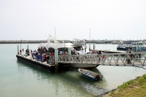 زمینه سرمایهگذاری بخش خصوصی در حوزه حمل و نقل دریایی هرمزگان فراهم شود