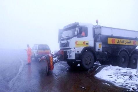 نجات ۵۰ دستگاه خودرو گرفتار در برف در چرام