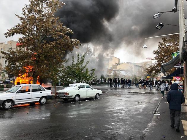 آمار و ارقام یک نهاد امنیتی از اعتراضهای بنزینی: بیش از 100 بانک و فروشگاه غارت شد