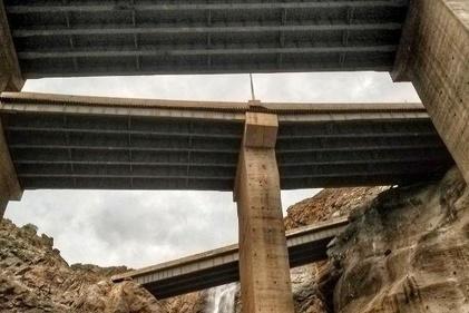 عکس| خطری که پایه پلهای آزادراه تهران-شمال را تهدید میکند