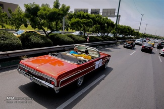 رژه 50 خودروی تاریخی در تهران