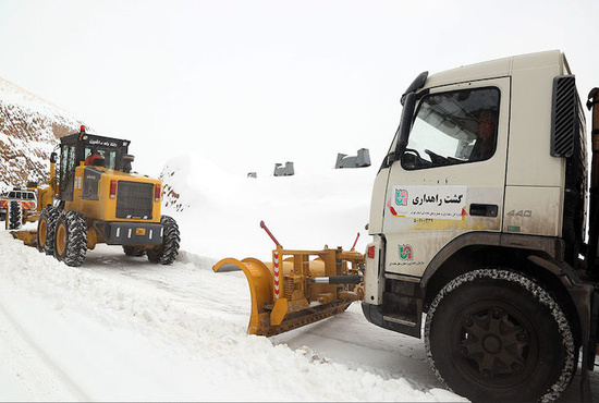 تصاویر| عملیات راهداری زمستانی در جاده هراز