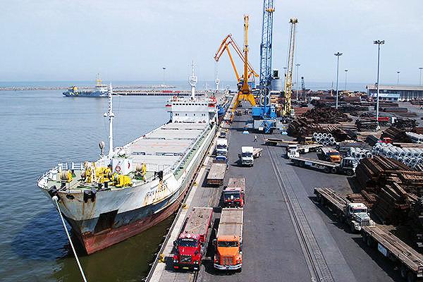 ۳ کشتی اقیانوس پیمای حامل روغن خوراکی در بندر امام پهلو گرفتند
