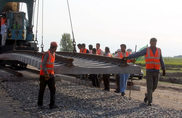 زیرسازی ۲۲ کیلومتر از خط آهن بستانآباد - تبریز در حال اجراست